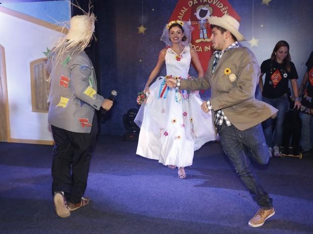 Sophie Charlotte e Daniel Rocha se divertem (Foto: Roberto Filho/AgNews)