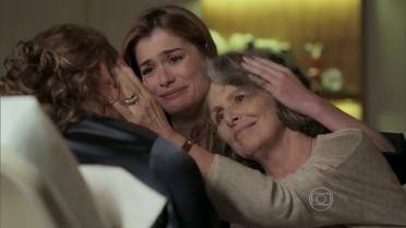 Vitória cuida de Emília e Lívia
