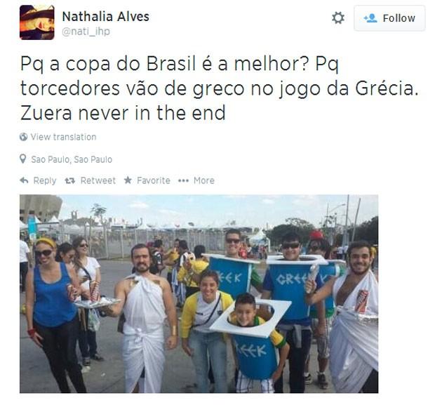 Família vestida de iogurte grego para jogo da Grécia da Copa do Mundo (Foto: Reprodução/Twitter)