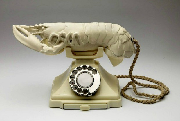 Telefone lagosta de Salvador Dal, baseado na estampa de Elsa Schiaparelli. (Foto: Reproduo )