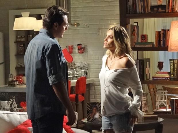 Théo e Érica discutem e ela o expulsa de casa (Foto: Salve Jorge/ TV Globo)