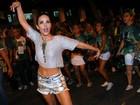 Wanessa Camargo usa shortinho para ensaio da Mocidade