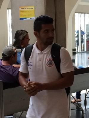 Corinthians desembarque Guilherme Cuiabá-SP (Foto: Marcelo Braga)