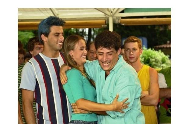 Juliana SIlveira foi a mocinha da nona temporada. A atriz em cena com Henri Castelli e Giuseppe Oristanio (FOTO: Arquivo)