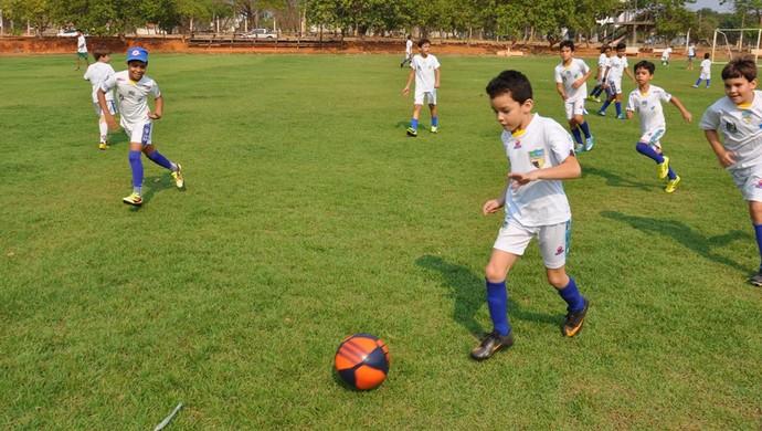 986b93aa78 Escolinha de futebol abre 400 vagas para crianças e adolescentes