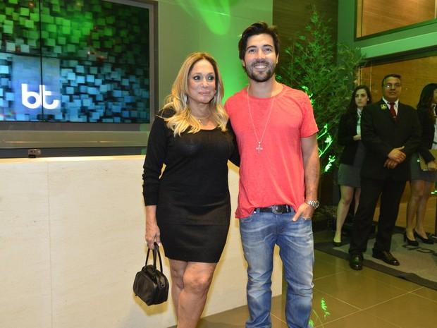 Susana Vieira e Sandro Pedroso em inauguração de academia (Foto: André Muzell / AgNews)