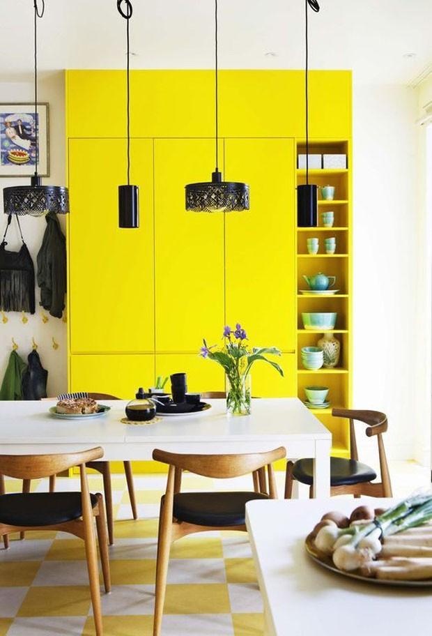 Décor do dia: Amarelo total na sala de jantar (Foto: Reprodução)