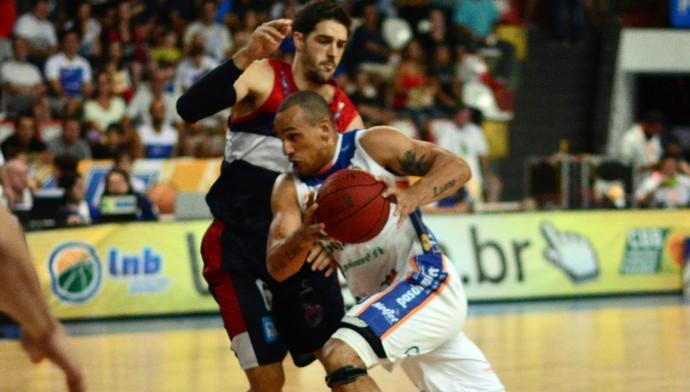 Bauru x Franca - Playoffs NBB (jogo 2) (Foto: Sérgio Domingues)