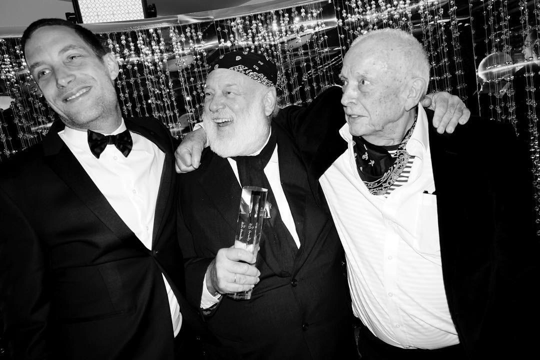 Bruce Weber, homenageado da noite, com David Bailey e James Jagger  (Foto: Reprodução/Instagram)