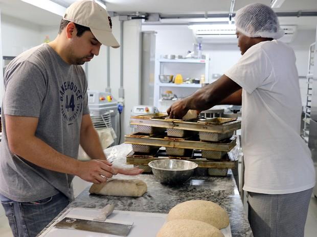 Marcelo Tadeu de Oliveira é padeiro em Cuiabá, MT, Mato Grosso (Foto: Denise Soares/G1)