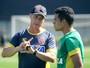 Jorginho esboça time com Éderson e sem Nenê, que treina separado