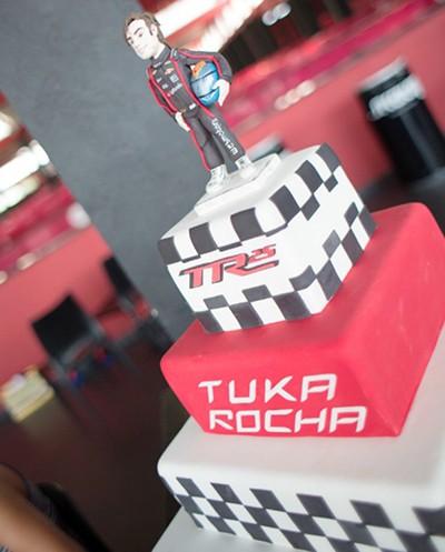 Bolo dos 25 anos de carreira do piloto Tuka Rocha (Foto: Divulgação/MS2)