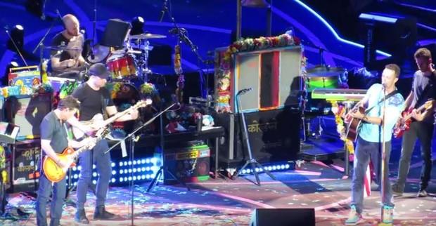 Michael J. Fox se junta ao Coldplay em show (Foto: Reprodução / Youtube)