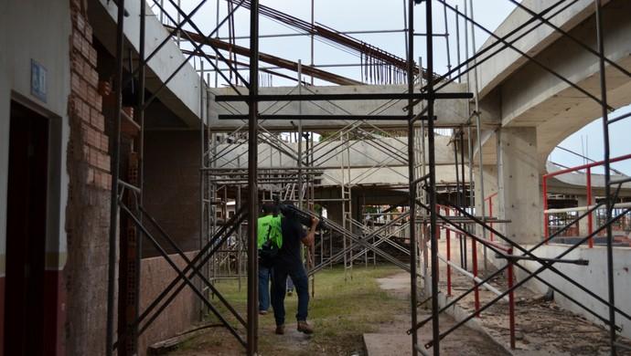 Obras paradas no estádio Colosso do Tapajós (Foto: Michael Douglas/GloboEsporte.com)