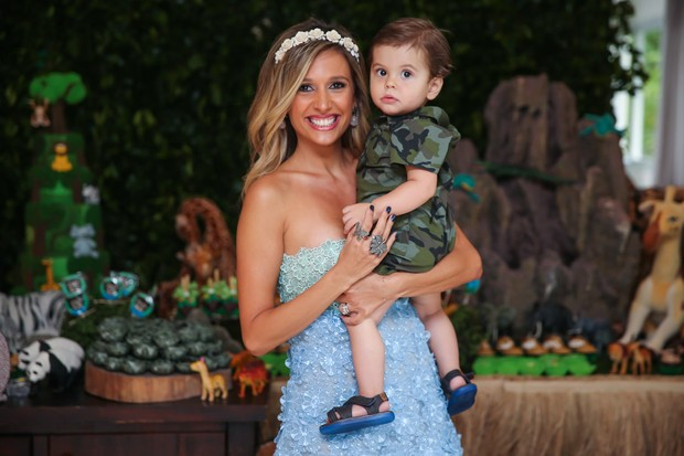 Luiza Mell e o filho Enzo (Foto: Manuela Scarpa/Brazil News)