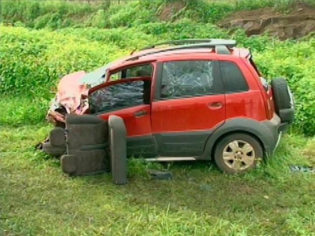 Motorista perde os sentidos, invade contramão e cinco ficam feridos  (Foto: Reprodução/ TV Subaé)