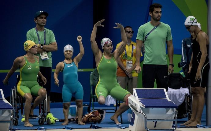 4x100m - Veronica Almeida, Joana Neves, Camille Rodrigues e Mariana Gesteira natação rio 2016 (Foto: Daniel Zappe/MPIX/CPB)