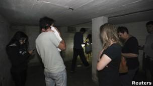 Muitos edifícios em Tel Aviv contam com bunkeres para a proteção em caso de ataque (Foto: Reuters)