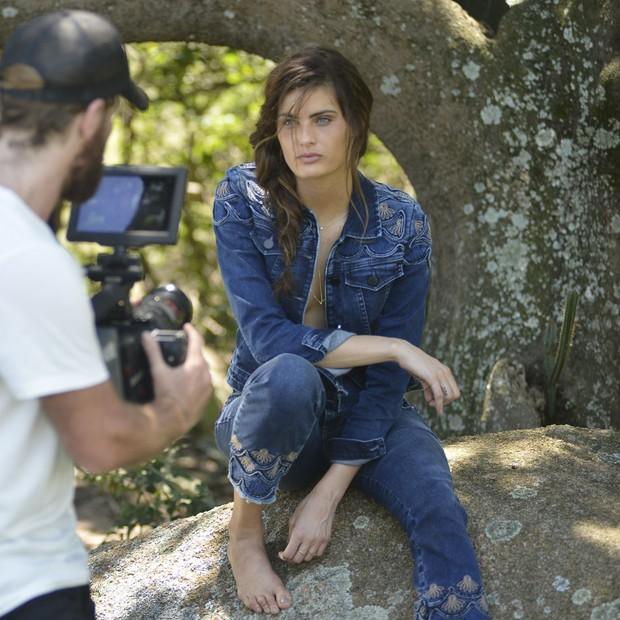 Isabeli Fontana estrela campanha de inverno da Damyller (Foto: Reprodução)