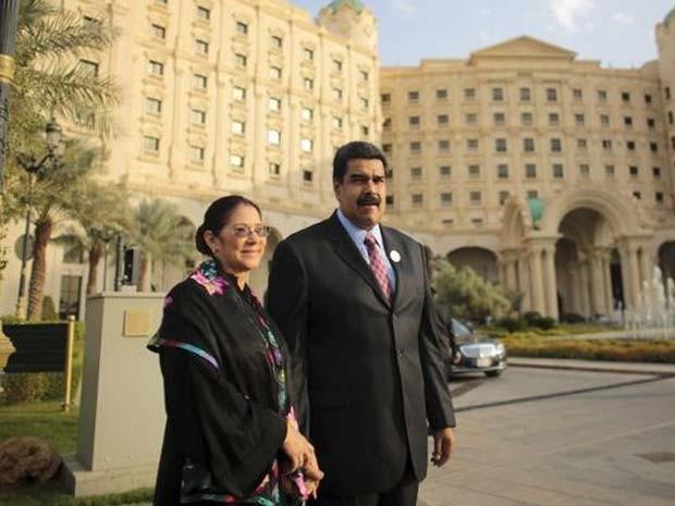 Presidente da Venezuela Nicolás Maduro e sua mulher Cilia Flores nesta quarta-feira (11) em Riad (Foto: REUTERS/Divulgação)