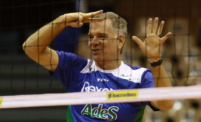 Bernardinho treino Rio de Janeiro (Foto: Célio Messias/Inovafoto/CBV )
