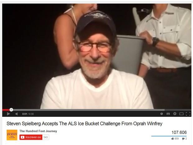 Steven Spielberg participa do desafio do balde de gelo (Foto: Reprodução/YouTube)
