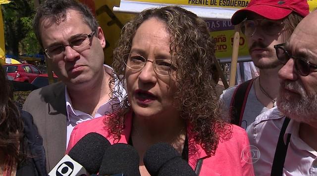 Luciana Genro faz campanha em Porto Alegre