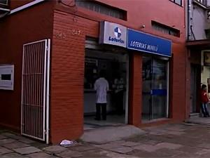 Aposta ganhadora foi feita em lotérica da Zona Norte de Porto Alegre (Foto: Reprodução/RBS TV)