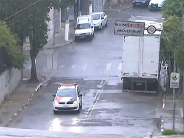 Rua onde o professor foi morto em Diadema (Foto: Reprodução/TV Globo)