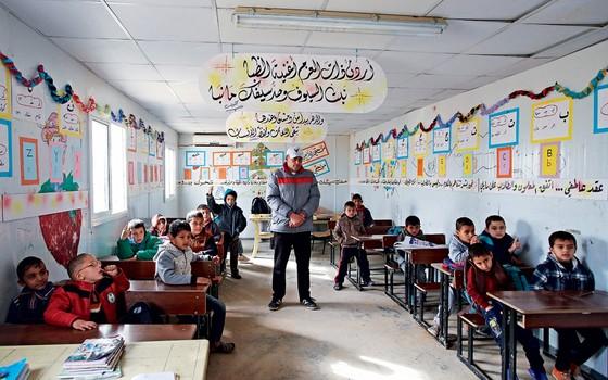Contêineres que servem como escolas  (Foto: Raad Adayleh/AP)