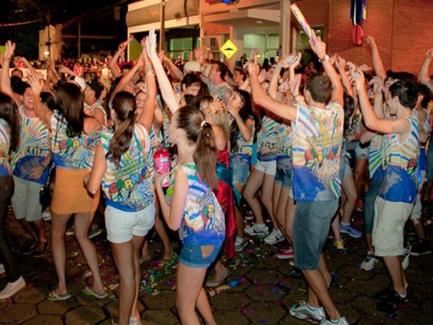 Segundo a prefeitura de Tibagi, mais de 50 mil pessoas participaram do carnaval da cidade em 2013 (Foto: Divulgação/Prefeitura de Tibagi)