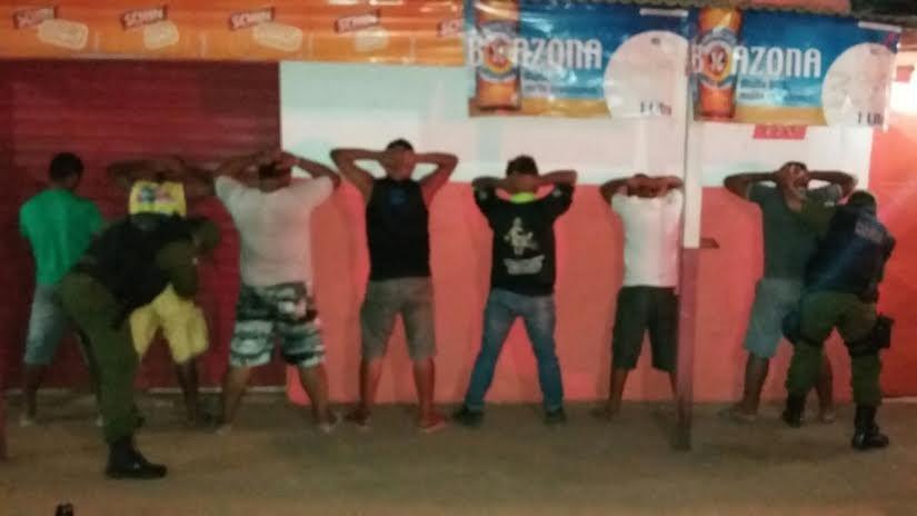 Fiscalizações e abordagens foram realziadas em bares (Foto: Divulgação/Polícia Militar)