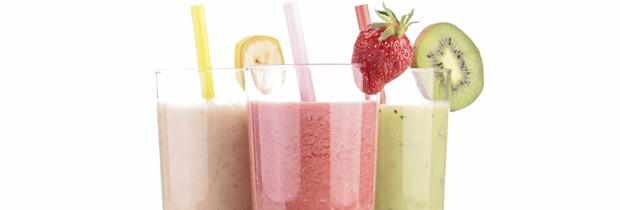 Smoothies podem ser uma boa maneira de consumir ingredientes saudáveis, mas também de ingerir uma carga extra de calorias. (Foto: Think Stock)