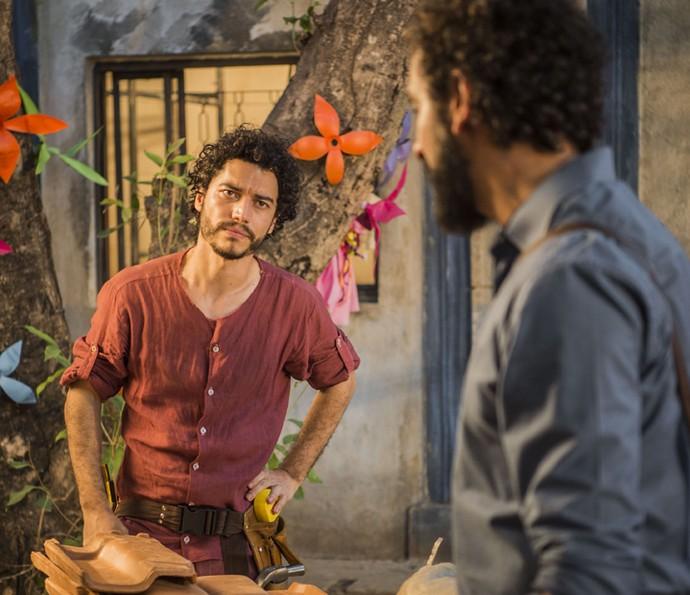 Martim e Bento viram aliados contra Saruê e Carlos (Foto: Caiuá Franco/TV Globo)