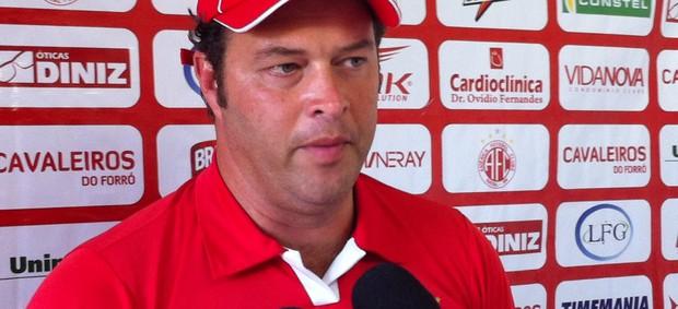 Roberto Fernandes treinador América-RN 2 (Foto: Matheus Magalhães/Globoesporte.com)