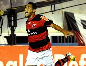 Hernane comemora gol do Flamengo contra o Friburguense (Foto: Alexandre Vidal / Fla Imagem)