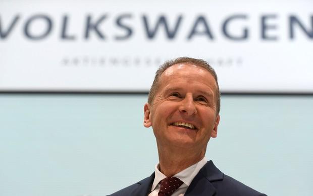 Herbert Diess, na primeira entrevista coletiva como presidente do grupo Volkswagen (Foto: Fabian Bimmer/Reuters)