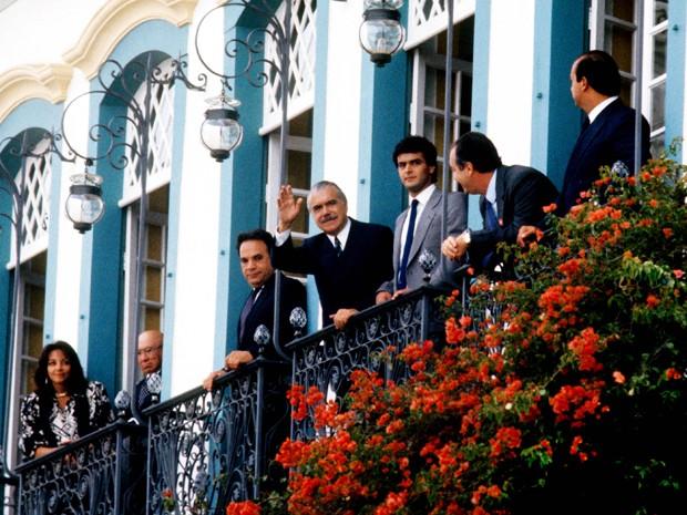 Aécio Neves com o então presidente da República, José Sarney, que assumiu devido à morte de Tancredo (Foto: Orlando Britto/Divulgação)