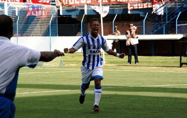 Rodriguinho comemora o primeiro gol do Estadual, com a camisa do Avaí (Foto: Alceu Altherino / Avaí FC)