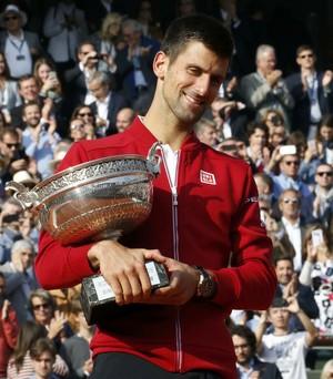 Novak Djokovic troféu campeão Roland Garros 2016 (Foto: Reuters)