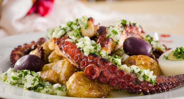 Polvo à Lagareiro, grelhado com azeite quente, alho e cebola acompanhado de batatas ao murro é uma das novidades trazidas pela chef portuguesa Paula Thomás (Foto: Divulgação)