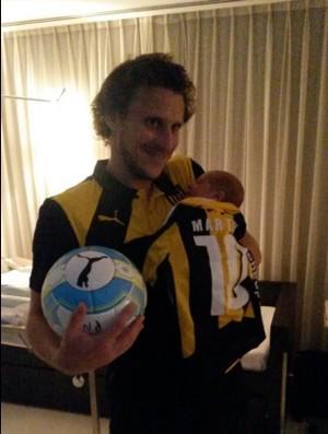 BLOG: Forlán brilha, faz hat-trick e veste filho recém-nascido com camisa do Peñarol