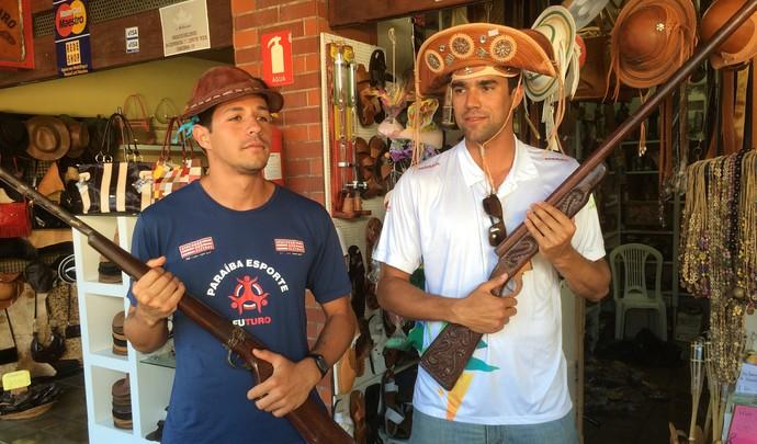67c940c4246bf Vitor retoma tradição de Álvaro Filho e compra chapéu de couro em ...