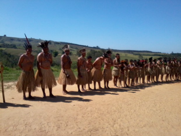 A dança é uma das culturas preservadas na aldeia Karugwa (Foto: Giliardy Freitas / TV TEM)