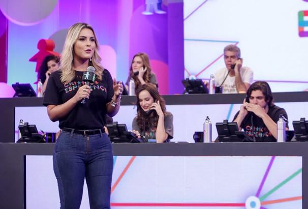 Marina Martins nos bastidores do Criança Esperança. (Foto: TV Anhanguera)