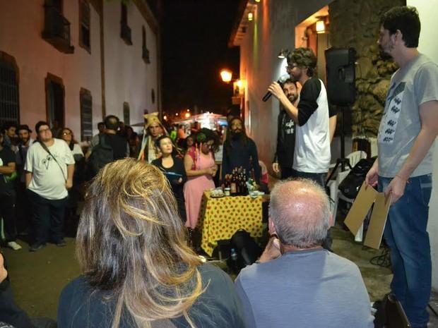 Duelo Haicai Combate fez parte da programação da Picareta Cultural (Foto: Claudia Assencio/G1)
