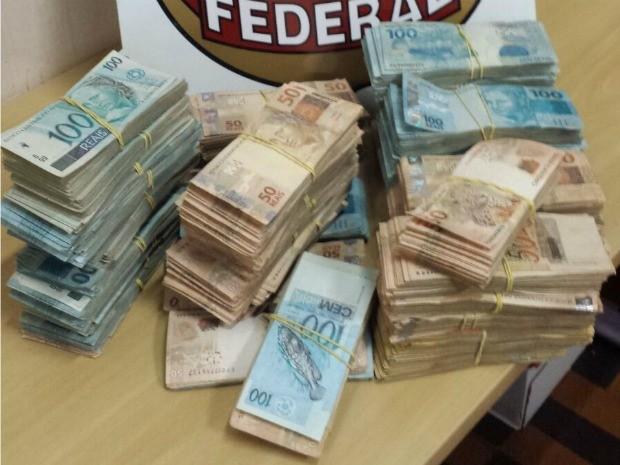 Dinheiro aprrendido deve ser enviado para Caixa Econômica (Foto: Polícia Federal/ Divulgação)