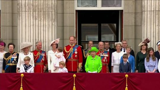Princesa Charlotte aparece em festa dos 90 anos da rainha Elizabeth