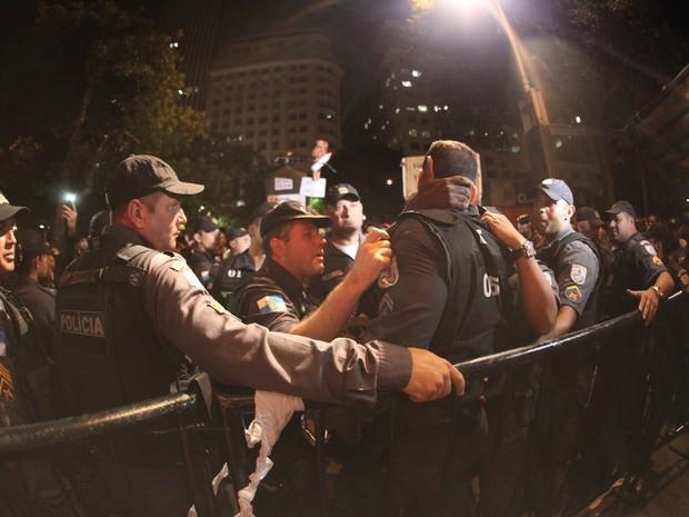 Manifestantes na porta do Festival do Rio (Foto: Claudio Andrade / Foto Rio News)