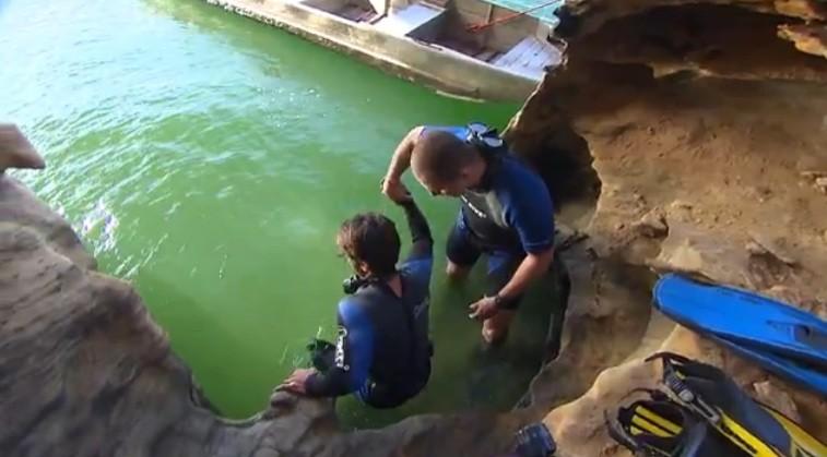 Diogo mergulhou por seis metros para conhecer uma caverna submersa em Paulo Afonso (Foto: Divulgação)